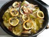 鶏のから揚げ、魚介のグリル、生野菜。