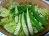 牛スジ煮込み、鯵のたたき、中華ドレッシングのサラダ、鮪とピーマンのバジルグリル