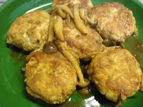 おからと鶏ムネ肉のつくねキノコソース