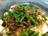 クリチおかかワサビ醤油、鶏ムネ肉の味噌マヨチーズ焼き、鶏皮カリカリ、6種盛、ブリのゴマ醤油和え